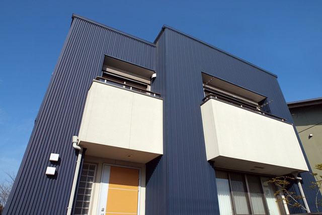 モダンな雰囲気のガルバリウム鋼板®が人気の理由