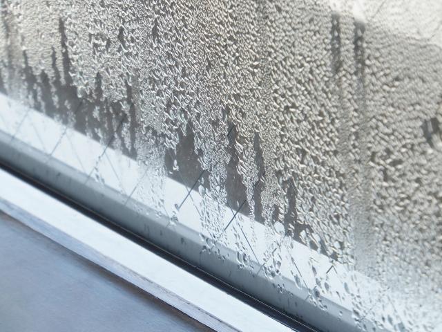 窓に着いた結露