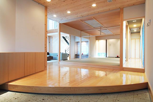 注文住宅でつくる、こだわりの玄関。デザインと機能を両立するエントランスのつくり方